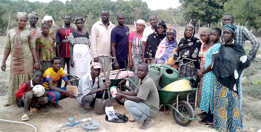 Scientists from ICBA introduced a low-cost irrigation system, known as the Californian irrigation system, in Mali and other countries among groups of smallholder farmers who grow a variety of crops.